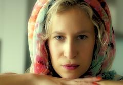 woensdag (roberke) Tags: portrait woman face female pose eyes availablelight naturallight indoor ogen portret vrouw femina daglicht gelaat