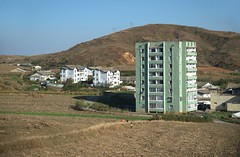 Countryside near Sariwon (Frhtau) Tags: life city people building architecture del asian design countryside asia do leute north style scene korea du daily east korean architektur nord norte core corea koreanisch dprk coria coreia nordkorea sariwon