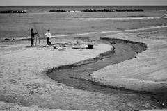 Aspettando l'estate (maurizio.difederico) Tags: mare maredinverno bianconero francavillaalmare spiaggia beach black white blackandwhite