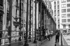 Mercado de San Miguel (cmarga28) Tags: mercado arquitectura acero construccion madrid espaa spain ciudad urbano gente personas people nikon photography foto scenes street