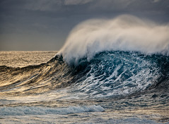 Peak (Mike Hankey.) Tags: seascape sunrise grey focus published surf maroubra hightide