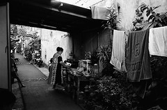 Supper's Ready? (Purple Field) Tags: leica m3 rangefinder minilux summarit 40mm f24 fuji neopan iso400 presto bw monochrome film analog 35mm jakarta indonesia street alley walking cat people laundry supper