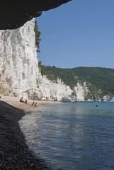 Bianche scogliere (VALERIA MORRONE  ) Tags: puglia gargano baia gabbiani vignanotica mattinata mare adriatico costa scogliere valeria morrone nikon d60 apulia italy southern
