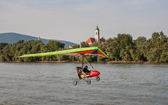 hedge-hopping (crybaby75) Tags: 2016 vc hungary canon canoneos1000d 1000d 1785 efs1785 efs1785isusm august augusztus nyr summer hangglider duna danube donau water sport