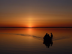 Un soir de mai (Amiela40) Tags: sunset water river fishing eau wave vagues coucherdesoleil fleuve stlawrenceriver pche chaloupe fleuvestlaurent