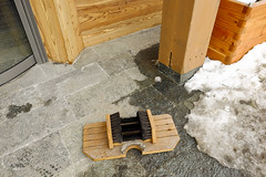 Snow cleaner (A. Wee) Tags: winter snow france shoe hotel pashmina cleaner valthorens   lerefuge