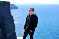 Traveling (hannah_bergmann) Tags: ocean travel ireland boy sky people dublin girl beautiful beauty skyscape landscape reisen nikon irland cliffs atlantic human traveling cliffsofmoher landschaft moher waterscape klippen nikond60 enniston