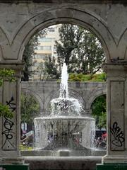 Simetra urbana (supernova.gdl.mx) Tags: mexico agua fuente guadalajara cantera piedra