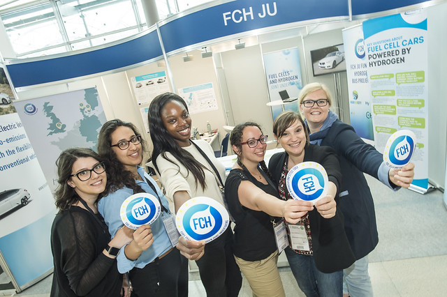 Fuel Cells and Hydrogen joint Undertaking (FCH JU) representatives pose for a picture