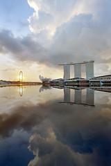 Marina Bay Sand (ah.b|ack) Tags: reflection zeiss sunrise t landscape flyer singapore cityscape sony fe za mbs oss 1635mm a7ii variotessar marinabaysands a7mk2