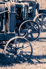 Feria de Lerma 2016 (alonsoeg) Tags: tractor detalle rueda burgos antiguo virado lerma duotono alonsoeg feria2016