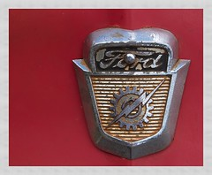 Ford (kurtwolf303) Tags: auto red detail rot ford topf25 car emblem topf50 topf75 500v20f alt oldtimer weathered 800views omd 750views 250v10f systemcamera unlimitedphotos micro43 microfourthirds olympusem5