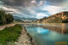 DSC02116-Editar.jpg (avi_olmus) Tags: espaa primavera agua paisaje pantano nubes reflejo catalunya es montaa filtros lrida camarasa p2404 largaexposicion santllorencdemontgai