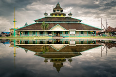 Masjid Jami Pontianak (syukaery) Tags: travel indonesia sony sigma landmark mosque pontianak kalimantan 19mm westborneo a6000