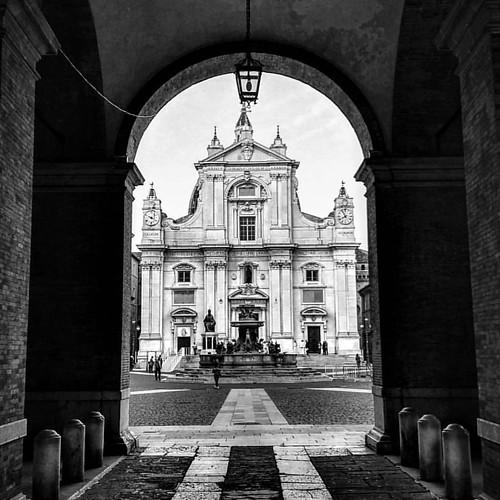 Loreto in #blackandwhite  #Italia #Italy #Marche #Loreto #SantaCasa #Giubileo #masterpiece #progettonazareth #ognicasaèunaSantaCasa
