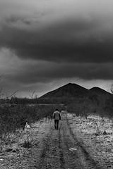 cavalier (xtrice) Tags: noiretblanc gimp nuages ubuntu chemin marcheur terrils haillicourt rawtherapee cavalierminier