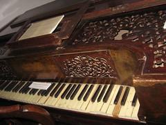 Antiguo piano (leograttoni) Tags: buenosaires teclado interior colonial piano museo msica antiguo chascoms