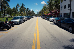 The Ocean Drive - Miami (xxremixx) Tags: oceandrive miami miamibeach south beach florida united states america amerika usa leadinglines strase street sun sony a7 cityscape city stadt strand