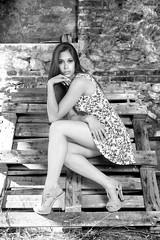 fabol251-006 (Nemo Sischi) Tags: bew monocromo girl model beauty glamour photoshoot legs countrygirl tacchi capelli legna erba muro fattoria