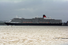 Queen Elizabeth (mike_k0_0) Tags: cruiseship cunard queenelizabeth liner southamptonwater 175thanniversary