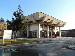 4_ / Bansko bus station (Nontas K) Tags: winter sky sun bus december village bulgaria transports publictransport busstation bulding bansko  2013             nontask