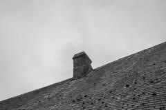 Geometra (palm z) Tags: blackandwhite bw france byn blanco blackwhite negro bn monte sanmiguel francia tejado mont techo chimenea saintmichel