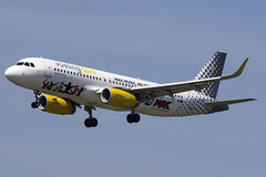 Special Pepsi Max Livery on the Vueling Airbus (rhietbrink) Tags: max special landing final airbus pepsi approach airlines schiphol lining a320 winglets eham vueling a320232 ecmeq