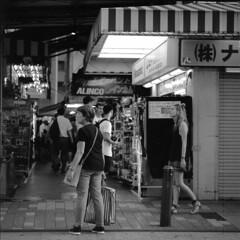 電気街の残滓 (John Smith Fitzgerald) Tags: hasselblad zeiss tessar akihabara tokyo film rollei フィルム 銀塩 東京 秋葉原 ハッセルブラッド テッサー ツァイス 雑踏 cityscape