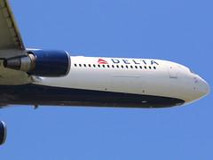Delta Airlines Boeing 767-400 (AMSfreak17) Tags: amsterdam airport delta off take boeing airlines schiphol ams eham 767400 polderbaan 36l n829mh amsfreak17