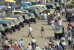 Odisha : Puri #31 (foto_morgana) Tags: people india asia outdoor transport streetscene rickshaw streetview puri bayofbengal crowth odisha travelexperience autorickshawtaxi