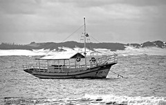 Barco em P&B - Antonio Marin Jr (Antonio Marin Jr) Tags: blackandwhite bw barco pb ancorado antoniomarinjr