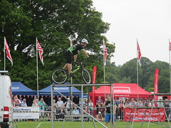 Savage Skills show. (aitch tee) Tags: outdoors display stunts westonpark mountainbikes 2wheels savageskills caravanclubnationalmeet2016