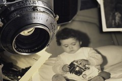 When I was a child...I loved Photography. HMM! (Explored) (caterinag.delrossi) Tags: old macro nikon child nia explore antigua tamron antiguo macrophotography explored wheniwasachild cmaradefotos macromondays tamron60mmmacro nikond5300 cuandoeraunania