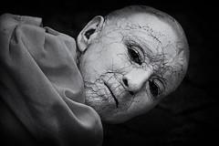 Gebrochen (Fotos4RR) Tags: gesicht face gebrochen broken zerrissen pflasterspektakel pflasterspektakel2016 silenceteatro strassenkunst strassenkünstler