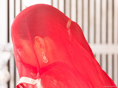 La signora in rosso - The woman in red (robmanf55) Tags: osian rajasthan india in sachiyamatatemple hindu hinduism red woman indianwoman girl orecchini earrings velo veil