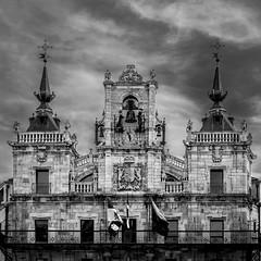 Los Maragatos (Job I) Tags: astorga turism travel city urban leon castilla spain europe cathedral mayor hall building architecture tower stone black white