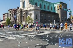 Philadelphia: Blue Cross Broad Street Run (anat kroon) Tags: street en usa philadelphia calle cross run vs van amerika broad hardlopen anat straat maanen roadrun nikond800 kroonkroon fotografieblue