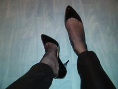 IM006925 (grandmacaon) Tags: pumps highheels lowcut hautstalons lowcutshoes toescleavage pepejimenez