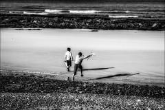 A l'attaque des crevettes...!! (vedebe) Tags: ocean people bw mer monochrome noiretblanc sable bretagne nb ombre enfant plage paysages ombres pche humain netb