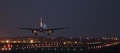 Landing (vic_206) Tags: night plane lights luces noche airport bcn flight landing avión aeropuerto vuelo aterrizaje lebl canoneos60d canon70200f28lisii