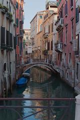 DSC01700 (Tintenfischkleber) Tags: bridge venice italy water boats canal sony sigma venezia venedig nex 5n 30f14