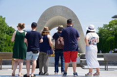 Tourists (ELCAN KE-7A) Tags: park japan memorial peace pentax hiroshima  cenotaph   2016      k5s