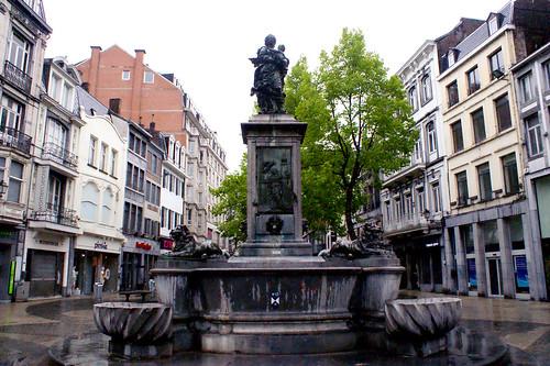 Fontaine de la Vierge de Delcour (Liège 2015)