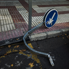 One way (Julio Lpez Saguar) Tags: madrid street urban espaa broken calle spain traffic floor trfico urbano arrow concept signal suelo seal flecha concepto aprobado doblada juliolpezsaguar talkinginsilence conversacionesensilencio