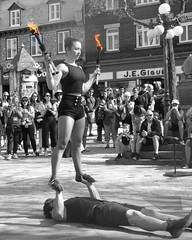 ne jamais brler les tapes...ni son partenaire de spectacle... (mariej55quebec) Tags: artist artistes vieuxqubec spectacle jongleur acrobates artistesderue amuseurs