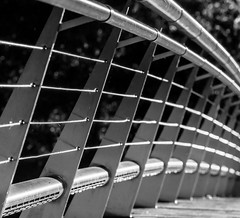 Shiny stainless steel. (infinitum Photography & Video Production) Tags: madrid blackandwhite bw blancoynegro puente nikon noiretblanc footbridge steel bannisters pasarela d750 handrail brigde acero 70200mm barandilla acier rampe passerelle 70200mmf4 infinitum 70200f4vr infinitumstudio