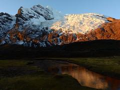 Atardecer en el Ausangate (Mono Andes) Tags: andes per ausangate cordilleravilcanota atardecer glaciar glacier reflejo