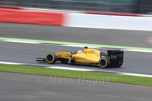 Kevin Magnussen in his Renault in qualifying at the 2016 British Grand Prix