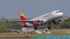 EC-LYE - Iberia Express - Airbus A320-216(WL) - PMI/LEPA (Juan Rodriguez - PMI/LEPA) Tags: nikon d90 sigma 70200mm 80400mm pmilepa aeropuerto airport sonsanjuan sonsantjoan palma mallorca aeroplano plane airplane aircraft airbus a320 iberia iberiaexpress eclye oneworld