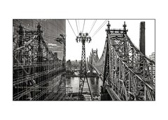 nyc#89 - Two Bridges (Nico Geerlings) Tags: nyc ny usa us leicammonochrom 28mm elmarit ngimages nicogeerlings nicogeerlingsphotography manhattan rooseveltisland tramway cablecar reflection mirror midtown newyorkcity queensborobridge
